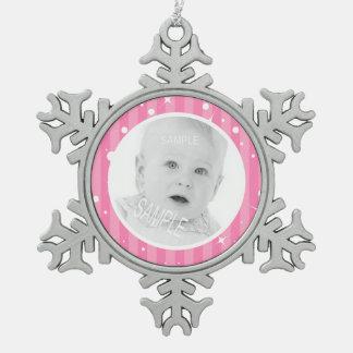 女の子のためのあなたの写真が付いているピンクのストライプ スノーフレークピューターオーナメント