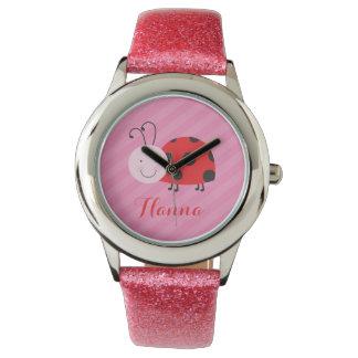 女の子のための小さく赤いてんとう虫の名前入りな腕時計 腕時計