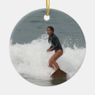 女の子のサーフィンのオーナメント セラミックオーナメント