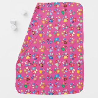 女の子のショッキングピンクパステル調猫の足のプリントのベビーブランケット ベビー ブランケット
