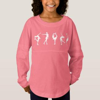 女の子のフィギュアスケート選手の長袖のピンク ジャージーTシャツ