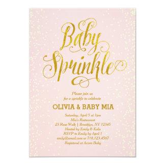 女の子のベビーは招待状の赤面のピンクの金ゴールドを振りかけます カード