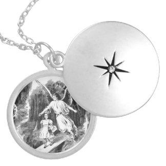 女の子の子供を守る天使 シルバープレートネックレス