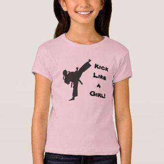 女の子の武道のテコンドーの空手のような蹴り Tシャツ