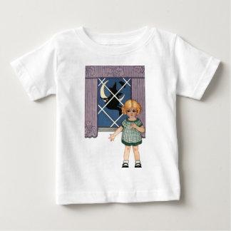 女の子の窓の魔法使いの三日月形の月のこうもり ベビーTシャツ