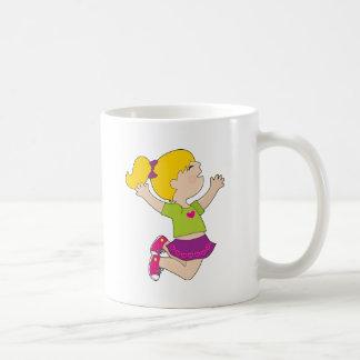 女の子の跳躍は コーヒーマグカップ