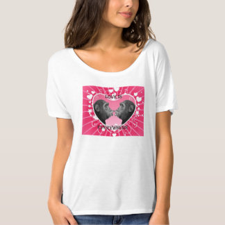 女の子のTシャツ(愛はどこでもあります) Tシャツ