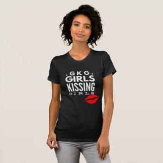 女の子のTシャツGKGに接吻しているゲイプライドLGBTQの女の子 Tシャツ