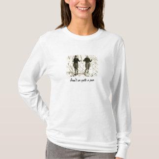 女の子はスキーをすることを行きます Tシャツ