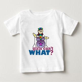 女の子は何できませんか。 ドラマー ベビーTシャツ