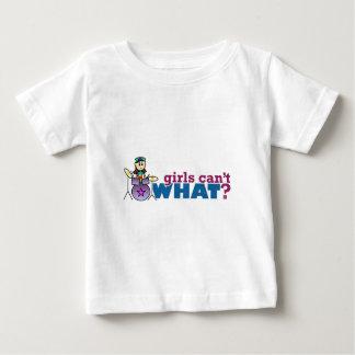女の子は何できませんか。 女の子のドラマーのロゴ ベビーTシャツ