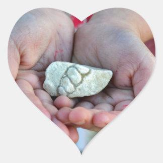 女の子手のプロダクト化石をカスタマイズ ハートシール
