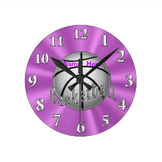 女の子部屋のための名前入りなバスケットボールの時計 ラウンド壁時計