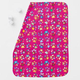 女の子鮮やかなピンクのパステル調猫の足のプリントのベビーブランケット ベビー ブランケット