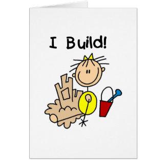女の子Iの造りの砂はカードを城郭で囲みます カード