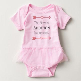 """女の赤ちゃんのための""""最も新しい付加"""" ベビーボディスーツ"""