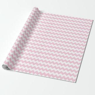女の赤ちゃんのピンクおよび白いジグザグ形シェブロンは縞で飾ります ラッピングペーパー