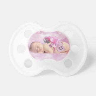 女の赤ちゃんのピンクはファンタジーを曇らせます おしゃぶり