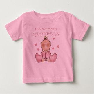 女の赤ちゃんの第1バレンタインデー ベビーTシャツ