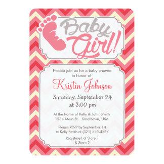 女の赤ちゃん! ピンクのシェブロンのベビーシャワーの招待状 12.7 X 17.8 インビテーションカード