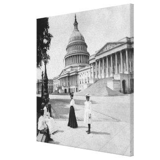 女性が付いている国会議事堂の建物の外面 キャンバスプリント
