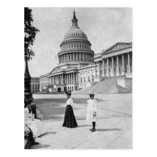 女性が付いている国会議事堂の建物の外面 ポストカード