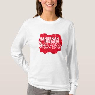 女性のためのNes Gadol Hayaのにせ物(赤い) Tシャツ
