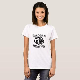 女性のアナグマの支柱のTシャツ Tシャツ