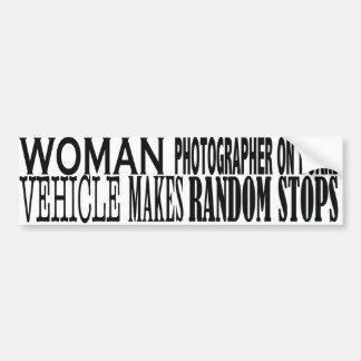女性のカメラマン船上に バンパーステッカー