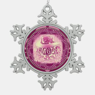 女性のカーボーイのカーボーイ・ハットのラズベリーのピンク2 ピューター製スノーフレークオーナメント