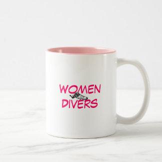 女性のダイバー ツートーンマグカップ
