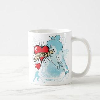 女性のホッケー愛ハートの入れ墨 コーヒーマグカップ