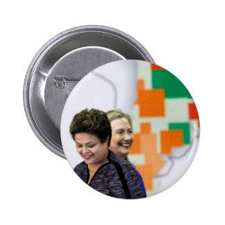 女性のリーダー: Dilma及びヒラリー 5.7cm 丸型バッジ