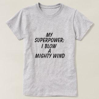 女性の写実的な超出力のTシャツ Tシャツ