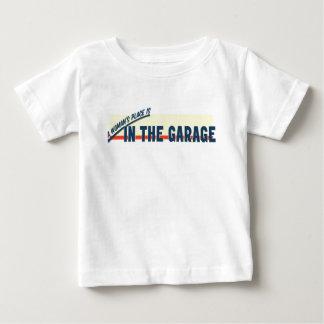 女性の場所はガレージにあります ベビーTシャツ