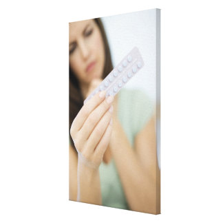 女性の手の経口避妊薬 キャンバスプリント