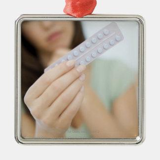 女性の手の経口避妊薬 メタルオーナメント