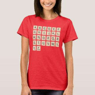 女性の着色された名前入りなスクラブル Tシャツ