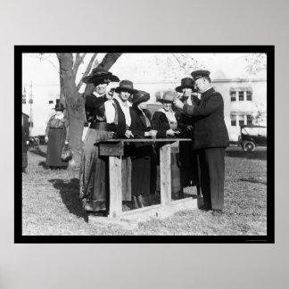 女性の警官および銃1914年 ポスター