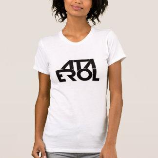 女性の身に着けているAta ErolのTシャツ Tシャツ