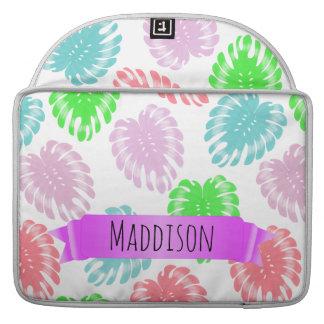 女性の10代のな女の子の名前入りなパステル調の熱帯 MacBook PROスリーブ