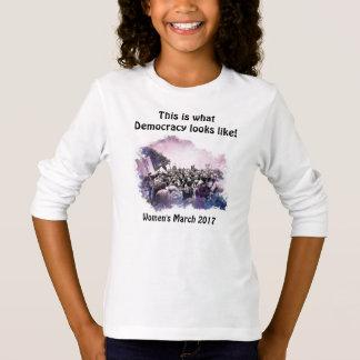 女性の3月これは民主主義が見えるものにです Tシャツ
