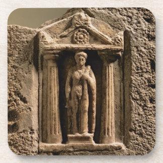 女性のfiguの大理石および砂岩奉納の石碑 コースター