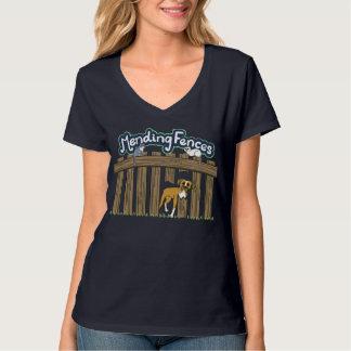 女性のHanesのV首のTシャツ、海軍 Tシャツ