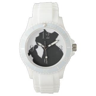 女性は猫の腕時計を冷却します 腕時計