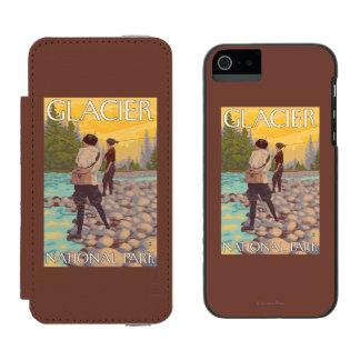 女性は魚釣り-グレーシャー国立公園、MT --を飛ばします INCIPIO WATSON™ iPhone 5 ウォレット ケース