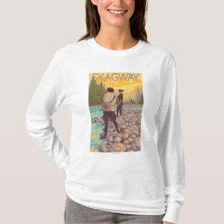 女性は魚釣り- Skagway、アラスカ--を飛ばします Tシャツ