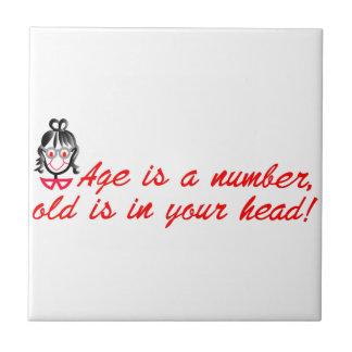 女性を言う年齢 タイル