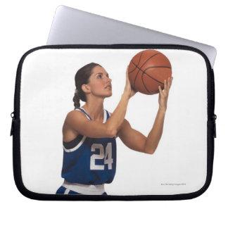 女性プレーヤーの射撃、発砲のバスケットボール ラップトップスリーブ