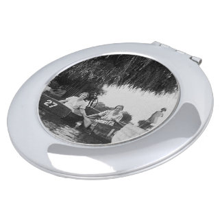 女性及びボートのヴィンテージのイメージの円形の密集した鏡